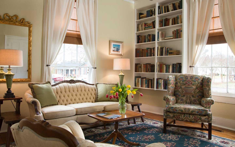 North Carolina pet friendly hotels - living rooms