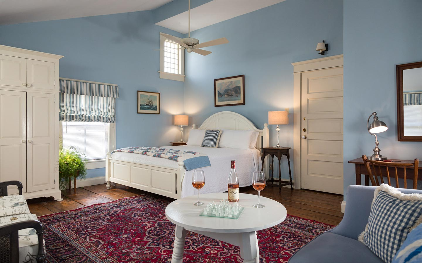 Edenton NC Bed and Breakfast vaulted ceilings room