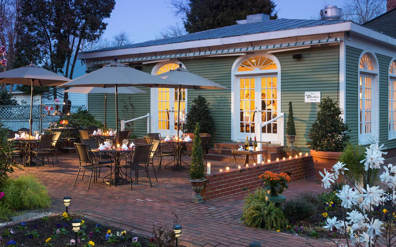 Edenton NC restaurants patio evening