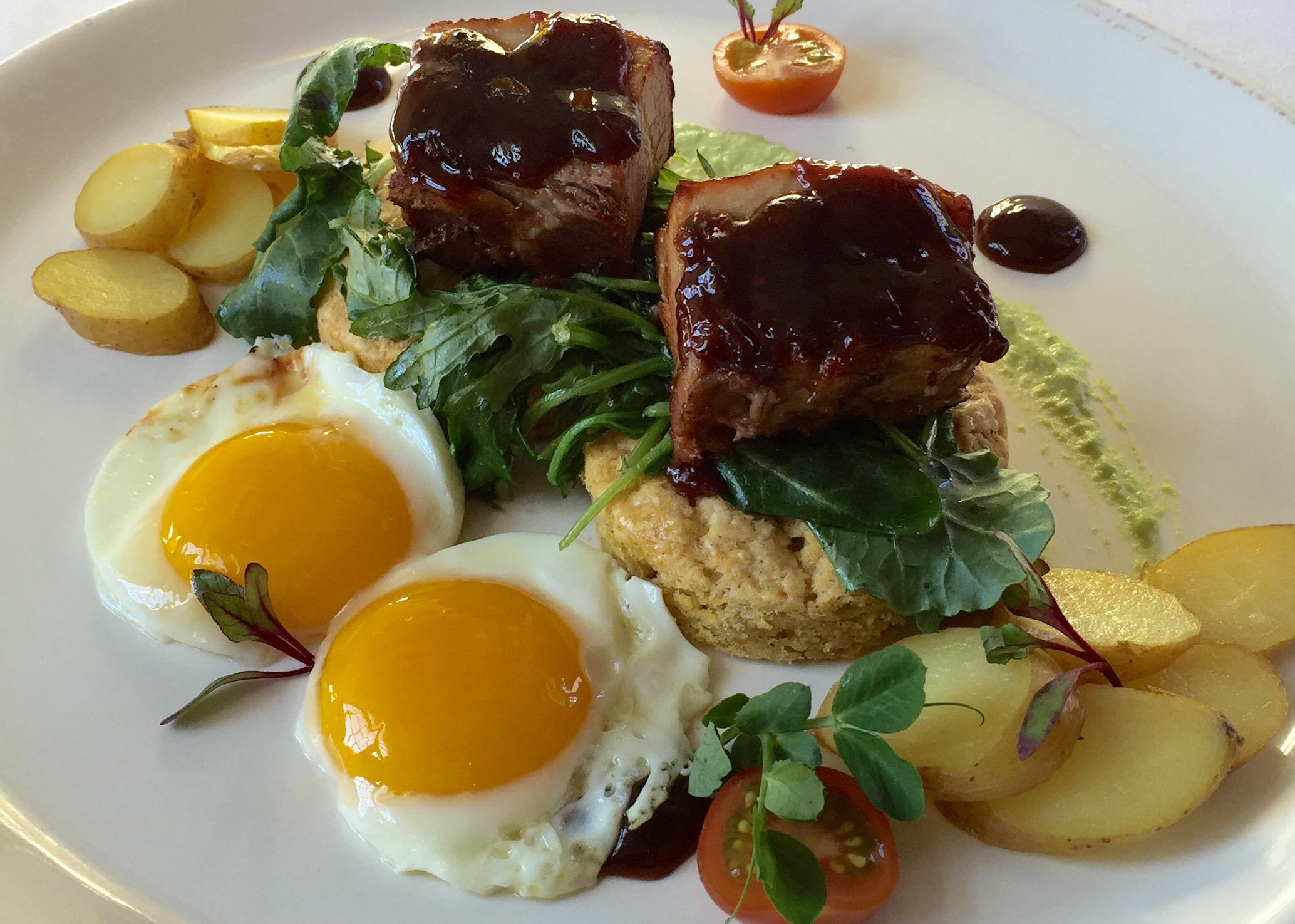 Edenton, NC Hotel breakfast - eggs benedict