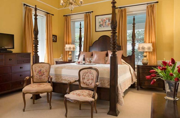 Edenton NC Lodging - the Hugh Williamson Suite