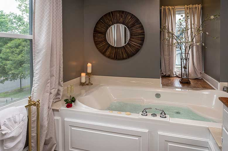 North Carolina B&B Honeymoon Suite, double Jacuzzi bathtub
